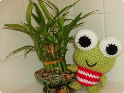 Amigurumi Keroppi Pattern : Yarn Over Hook: Busy as a bee...