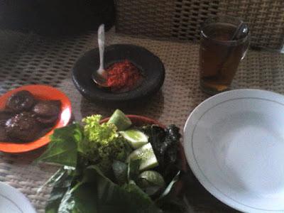 Makan Siang Di Warung Khas Sunda Tambun Bekasi