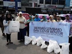 Kenalkan Brand Elhijab, Elzatta Berbagi 100 Sembako dan Cover Becak Motor