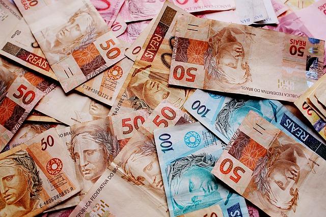 Salário. R$ 1100 Quem quer ganhar