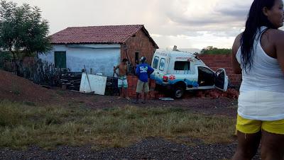 PACUJÁ-CE: AMBULÂNCIA SOFRE ACIDENTE NA CE 321 QUE LIGA MUCAMBO A PACUJÁ