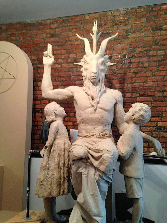 Estátua de Satanás concebida para ser montada em local aberto diante da prefeitura de Oklahoma City nos EUA