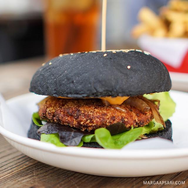 Salmon Black Burger O! Fish - Gading Serpong, Tangerang
