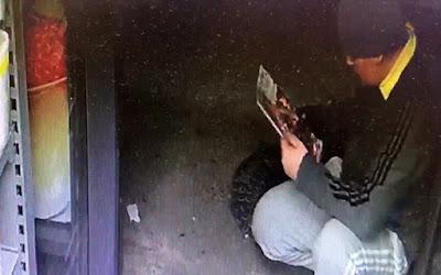 Σύρθηκε σε κατάστημα για να κλέψει περιοδικά… Πέπα το Γουρουνάκι