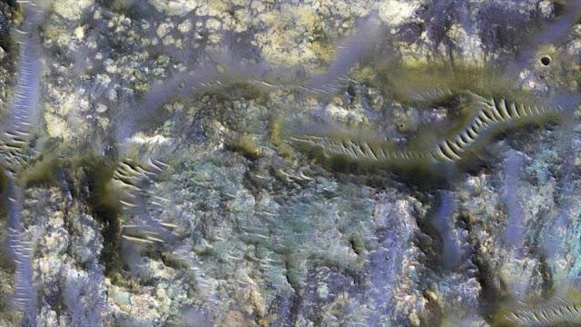 La NASA muestra extraños 'gusanos' sobre Marte