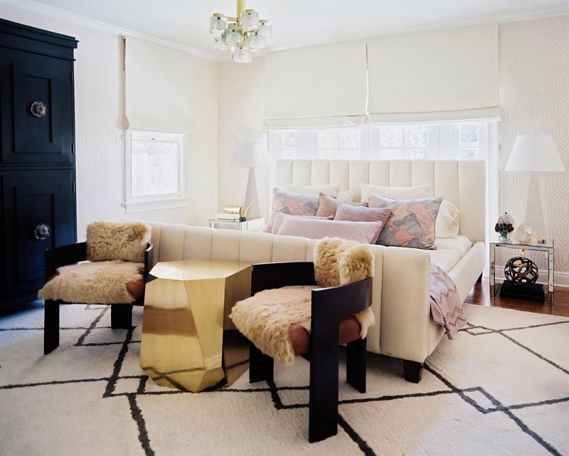 The Peak of Très Chic: Clean & Serene Bedroom Retreats