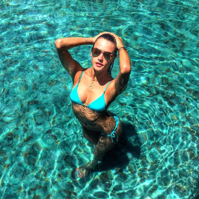 Hot girls Alessandra Ambrosio sexy with bikini 4