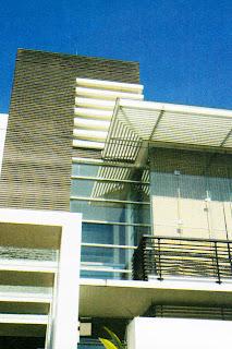 orang mungkin enggan memakai beling sebagai epilog  konsep modern minimalis dengan kaca-beton