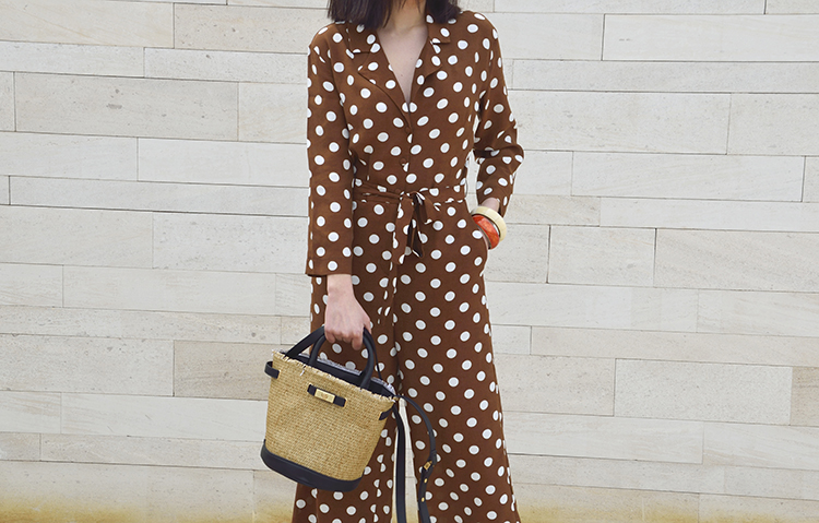 mono_lunares_marron_brown_polka_dots_jumpsuit_shopper_capazo_bicolor_zara