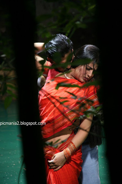 Accept. actress sangeetha hot in saree