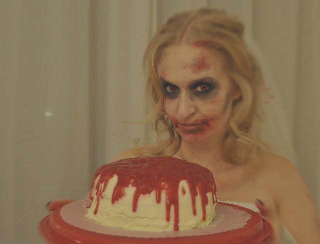 Blutiger Halloweenkuchen