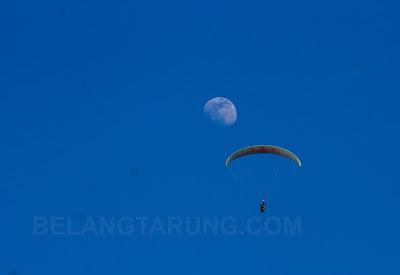 Paragliding ke Bulan