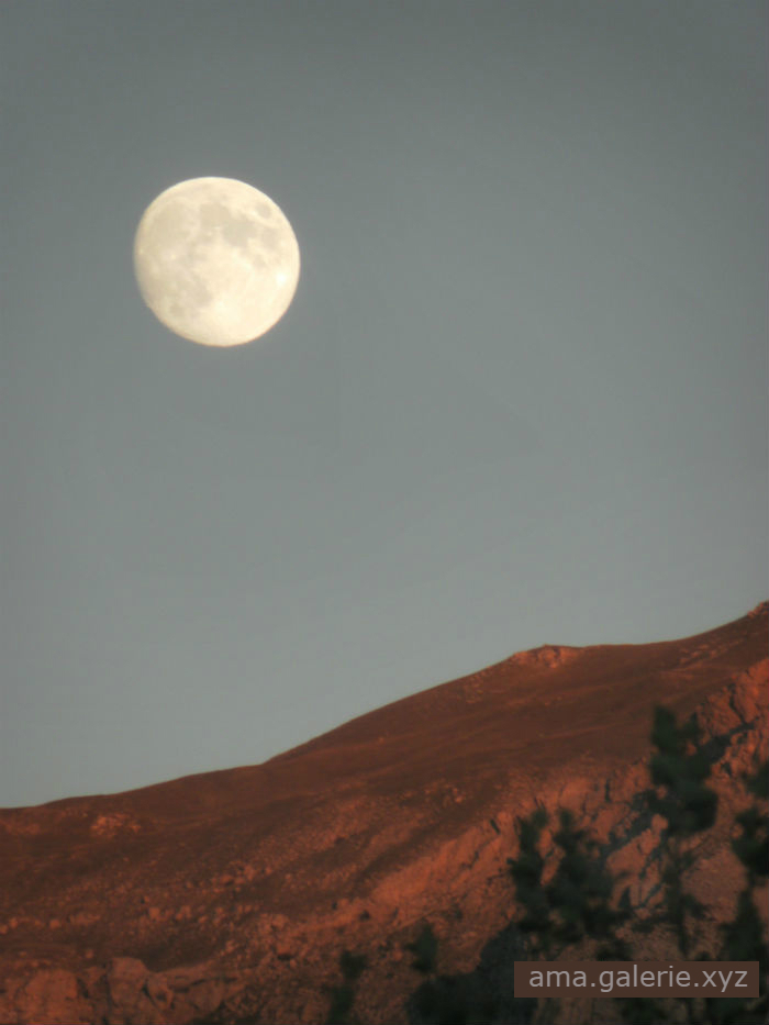 Poème sur la lune par Ama Sculpteur métal région PACA
