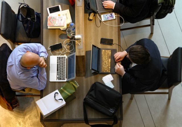 ways coworking spaces boost lean startup productivity bootstrapping business