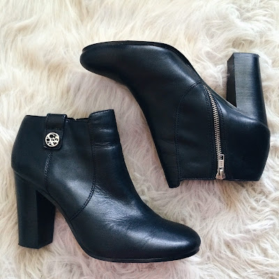 Coach Tavi Booties blacl leather silver hardware