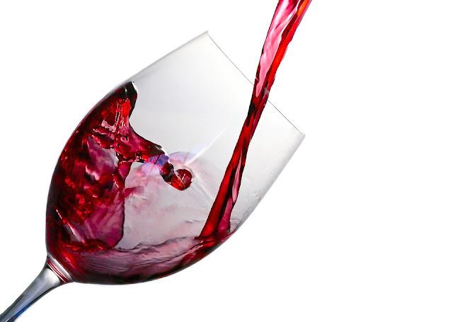 Czerwone wino wytrawne - właściwości i zastosowanie