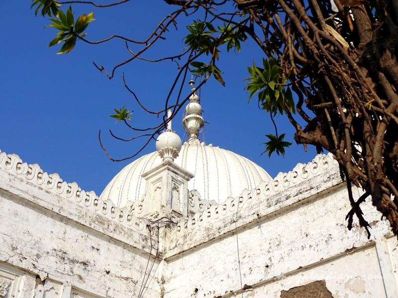 White Marble edifice of Haji Ali Dargah, Mumbai