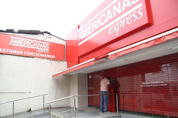 Bandidos saquearam Lojas Americanas do Rio Vermelho na manhã desta quinta-feira