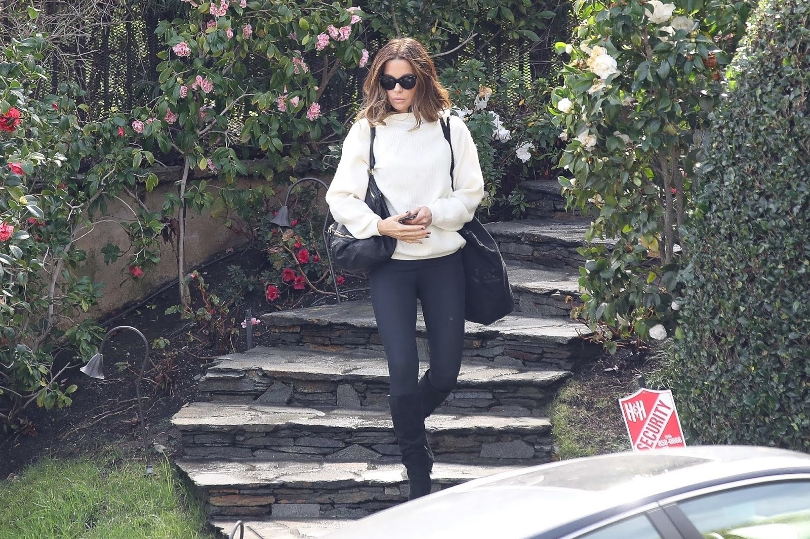 Kate Beckinsale leaving her home in Brentwood - 02/05/2019