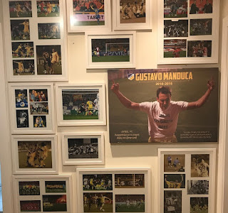 Ω, Gustavo Manduca