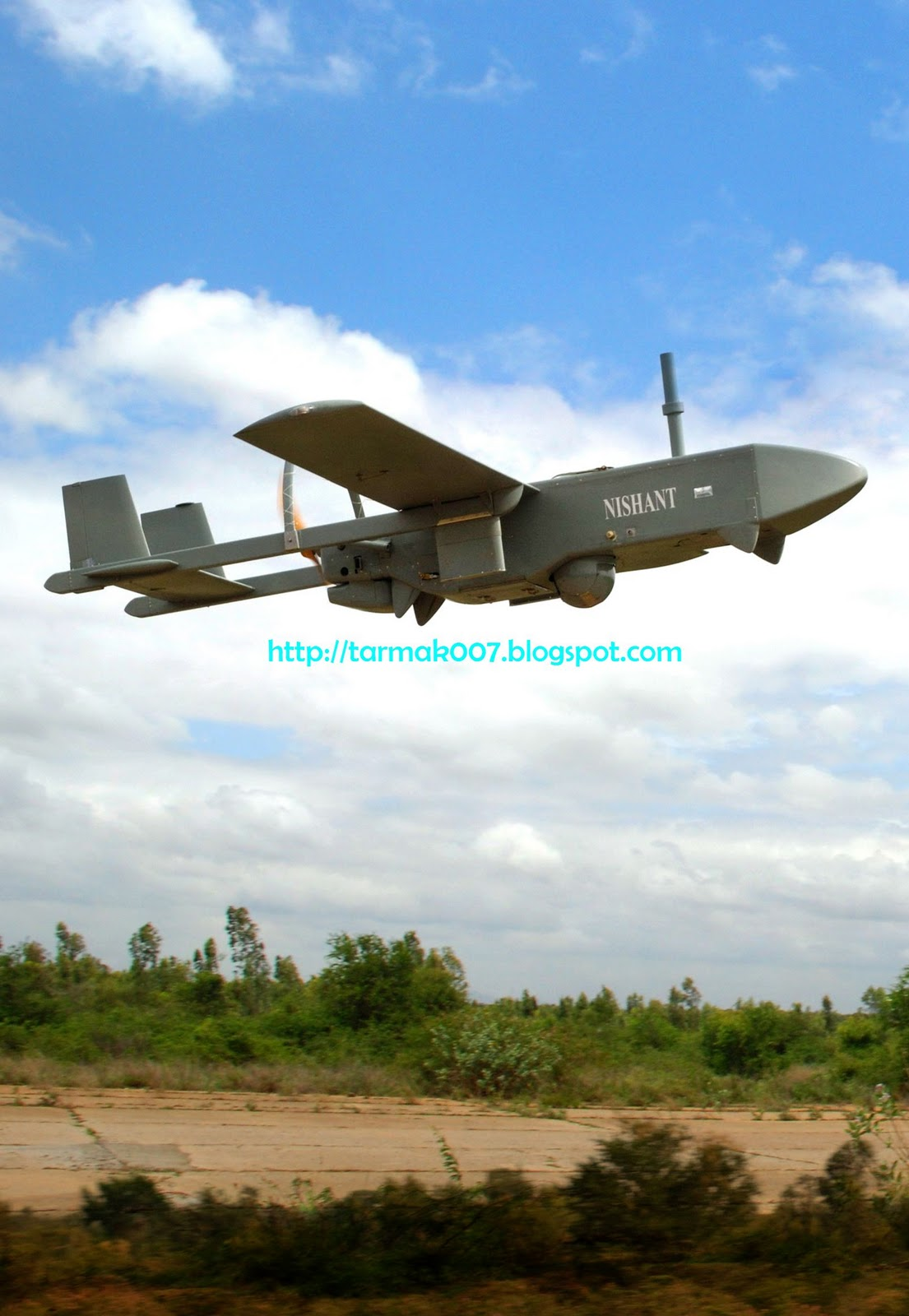 dbcbd094989 (Above) A rare photo of Nishant captured soon after its release from a  mobile launcher. (Below) Indian Army officials inspect unmanned aerial  vehicle ...