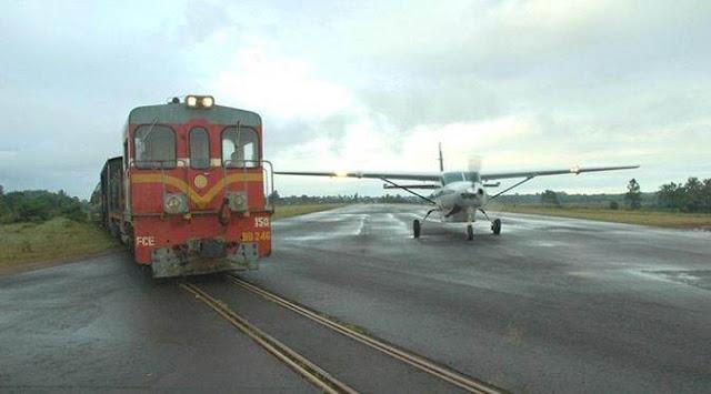 Kereta Yang Melewati Bandara