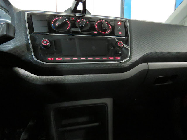 Novo Volkswagen Up! Move TSI 2018 - detalhe da iluminação ambiente em LED