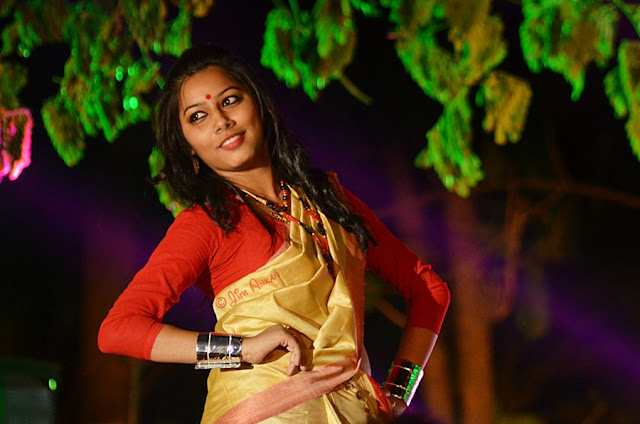 Model displaying Assamese 'mekhela sador' at Rongali Bihu festival in Bangalore (photo - Jim Ankan Deka)
