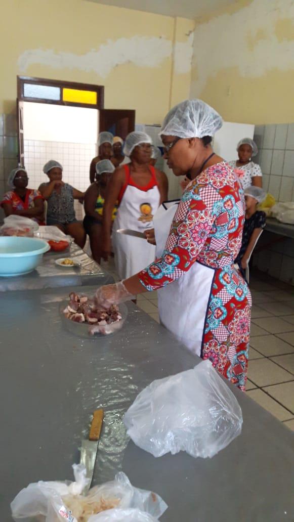 Oficina da Família: Boas práticas na alimentação com técnicas de cozinha, para as assistidas do Projeto Pão e Leite