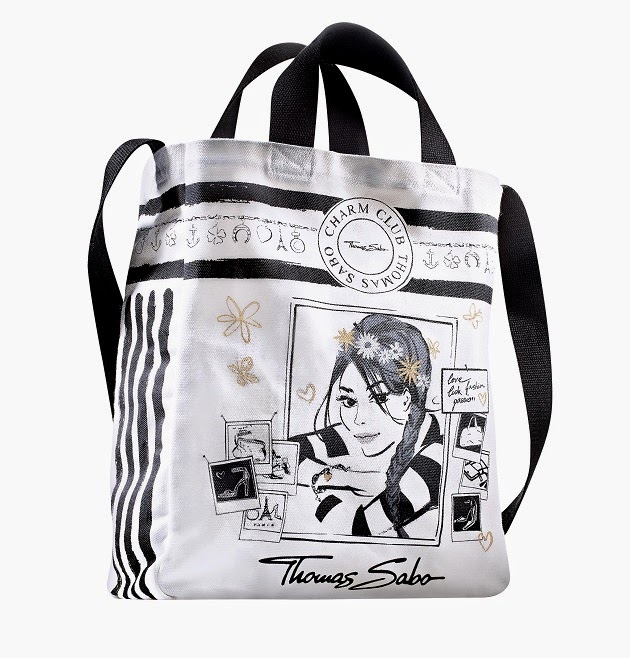 This Exclusive Tote Bag Will Be Yours As An Charm Club Per For Free The En Vogue Design In Black And White With Golden Erflies Make