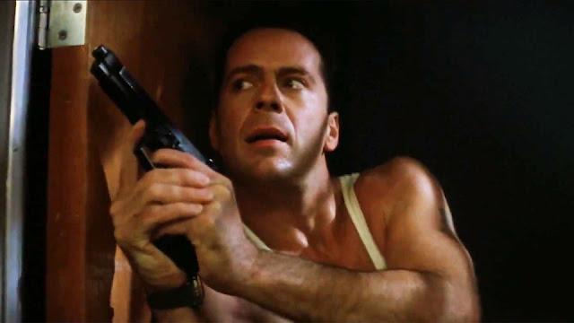 Bruce Willis dans Piège de cristal, réalisé par John McTiernan (1988)
