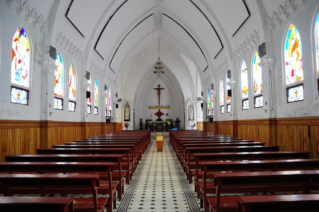 Sapa cathedral chapel is splendid on Christmas Eve 2