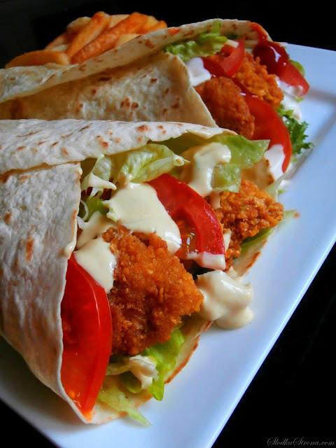 Tortilla z Chrupiącym Kurczakiem i Sosem Miodowo - Musztardowym - Przepis - Słodka Strona