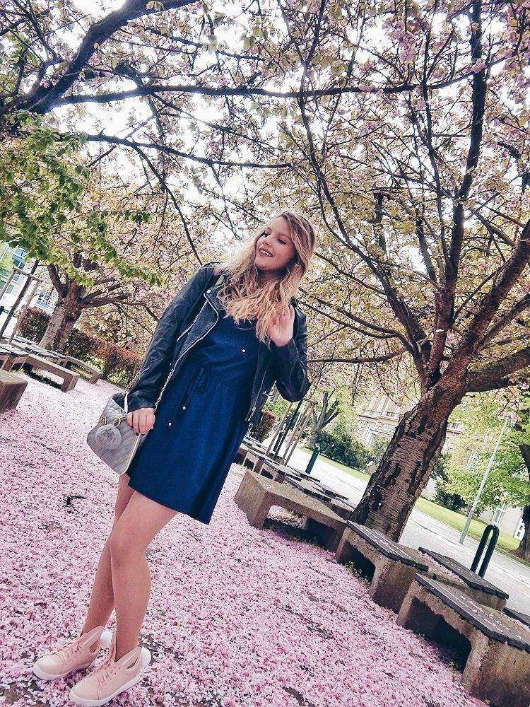 11 melodylaniella gamiss manzana różowe sneakersy króliczki granatowa sukienka skórzana ramoneska pikowana listonoszka szara manzana praga photoshoot sesja zdjęciowa fashion style modnapolka lookbook ootd girls