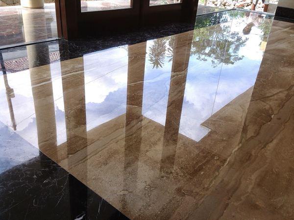 Cara Membersihkan Noda Membandel di Lantai Marmer dan Granit