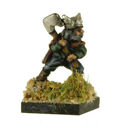 FNT102 Barbarian Infantry with Axes