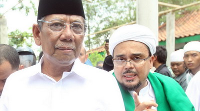 Hanya untuk Tabayyun, KH Hasyim Muzadi Tiba-Tiba sudah di Depan Pintu Rumah Habib Rizieq