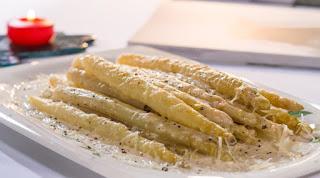 White Asparagus Mushroom Stir Fry (Mantarli Beyaz Kuskonmaz)