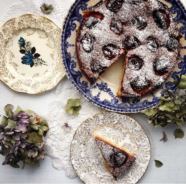 #collectandstyle September Monthly Favorite, Instagram hashtag challenge #collectandstyle, plum cake, transferware, late summer early autumn plum cake