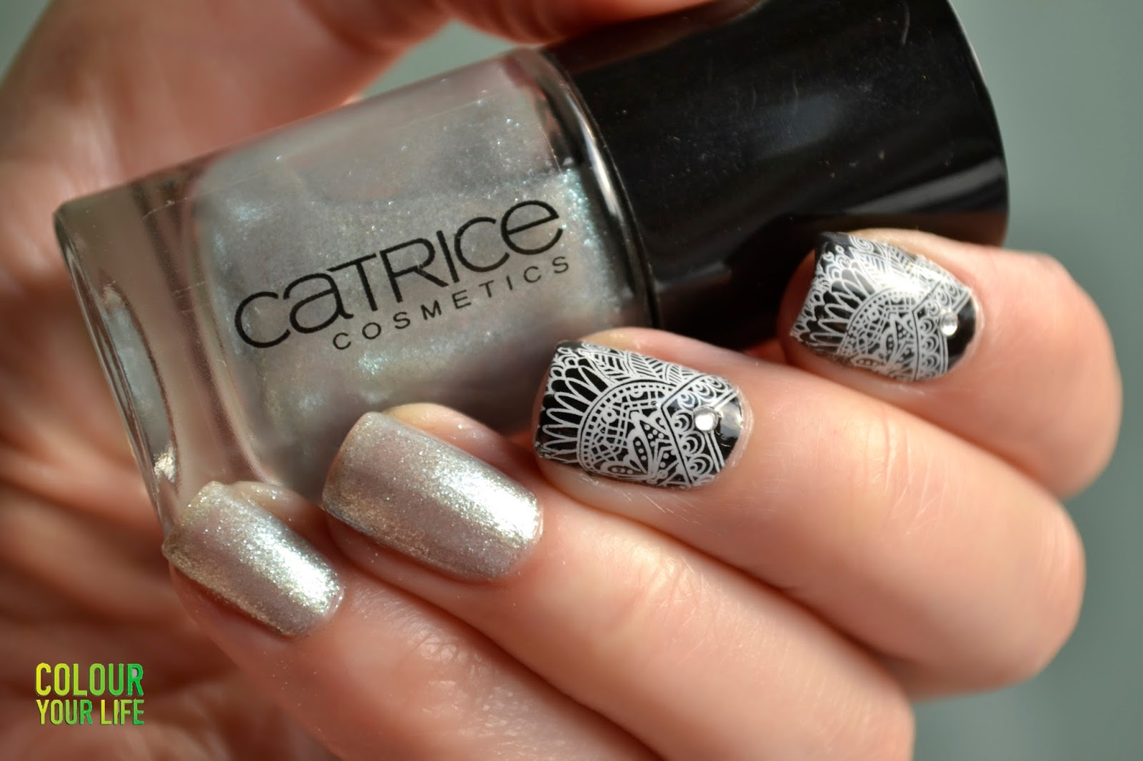 Colour your life: Elegant nails with Catrice