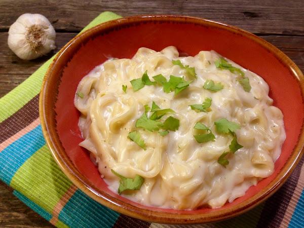 Сметанова паста с чесън и пармезан