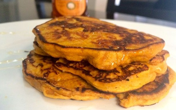 healthy breakfast ideas to lose weight, banana and almond butter pancake, egg sandwich