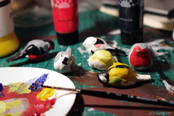 aliciasivert, alicia sivertsson, alicia sivert, bird, birds, fågel, fåglar, småfåglar, talgoxe, blåmes, domherre, tofsmes, stjärtmes, lufttorkande lera, clay, jovi, monthly makers, mars, kreativ utmaning, kreativitet, skapa, alstra, makeri, skapande, diy, påsk, påskpynt, akrylfärg, akryl, acrylics, måla