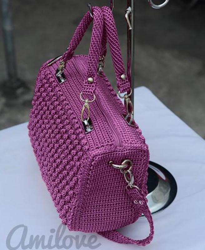 387f34a5fc0d Женская сумка крючком: элегантная модель с короткими круглыми ручками
