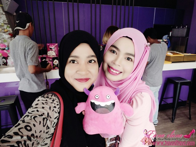 Cik iena bersama Rakan Blogger Dilla
