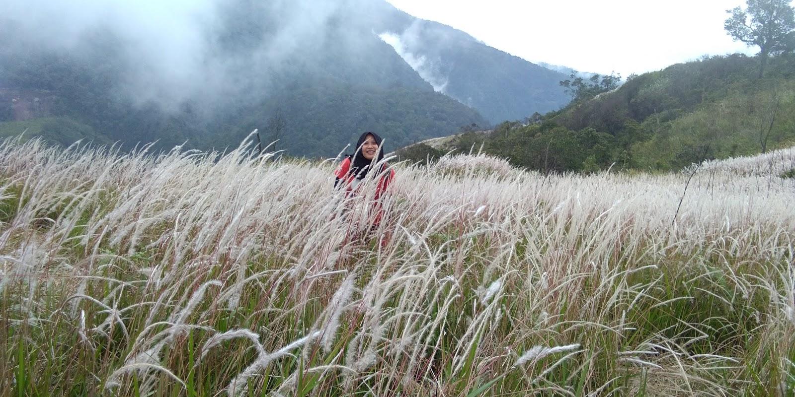 Bukit Mongkrang Tawangmangu Karanganyar Piknik Tipis2