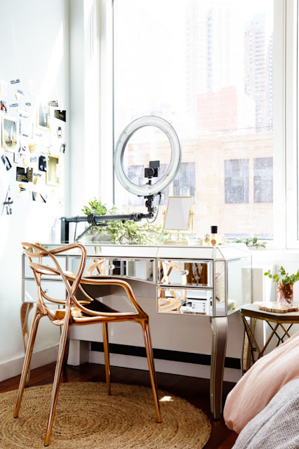 birou din oglinda si scaun din cupru