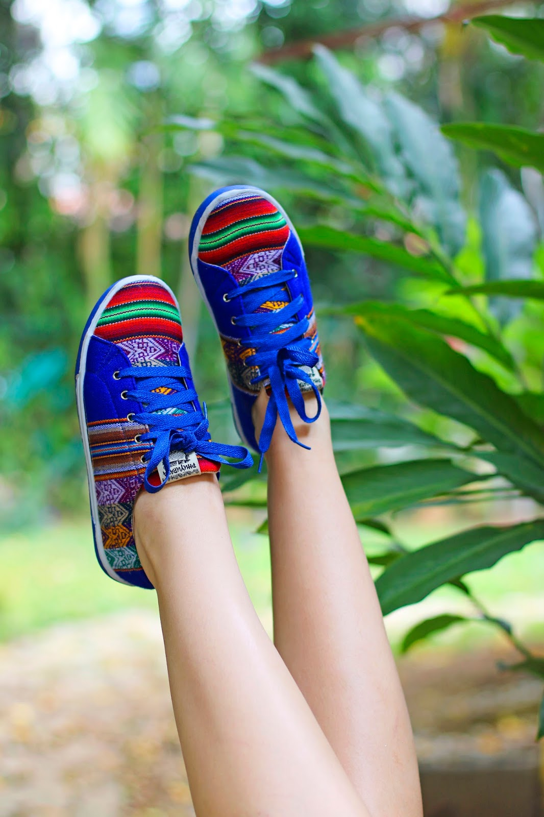 Click through to learn how to style those colorful Peruvian sneakers!