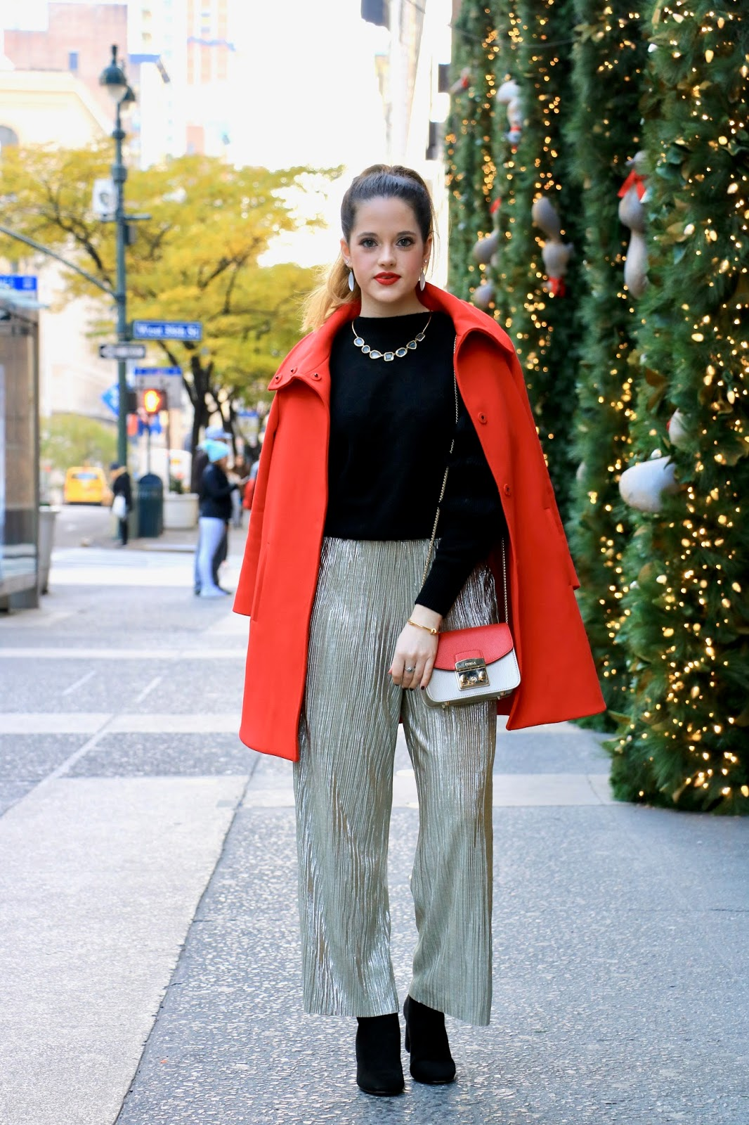 Nyc fashion blogger Kathleen Harper wearing a holiday outfit in 2017