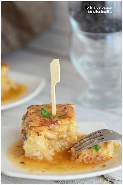Tortilla de patatas con salsa de callos